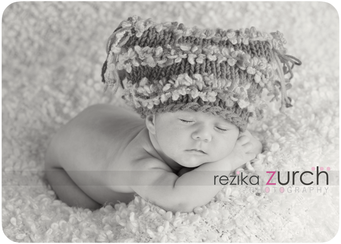 edmonton-newborn-photographer-funky-hat