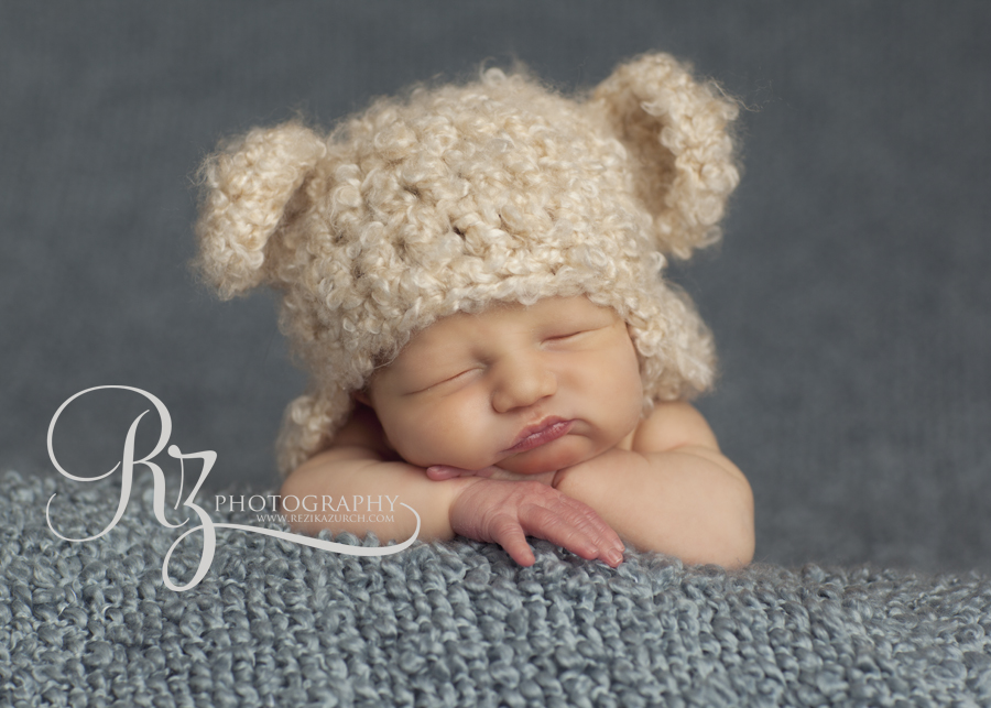 edmonton newborn in cute bear hat