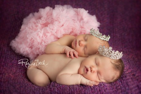 princess-crown-twins_edmonton_newborn_photographer